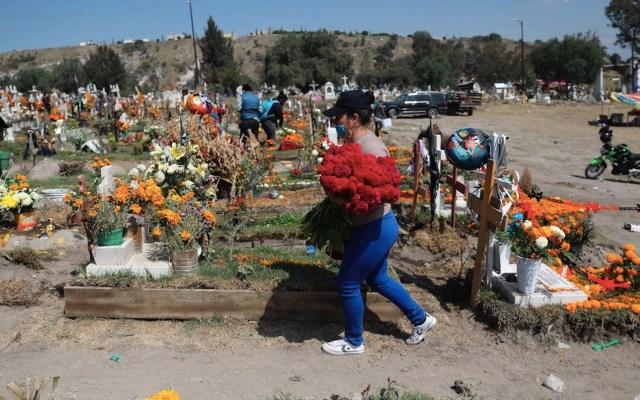 Piden no asistir a panteones por Día de Muertos, ni pedir calaverita debido a pandemia de COVID-19 - Foto de EFE