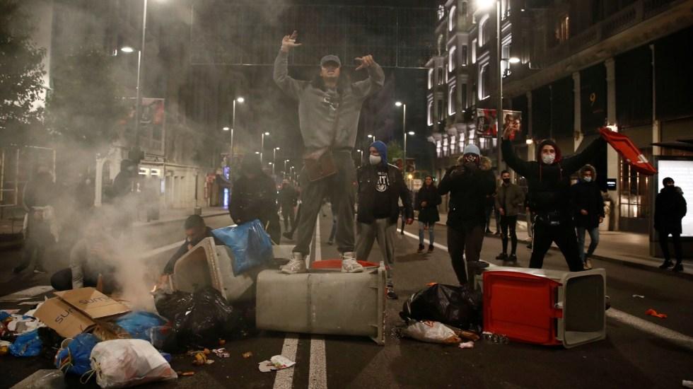 Hay 32 detenidos y tres policías heridos por los disturbios en Madrid debido a las restricciones - Disturbios en Madrid, España, por restricciones ante COVID-19. Foto de EFE / Archivo