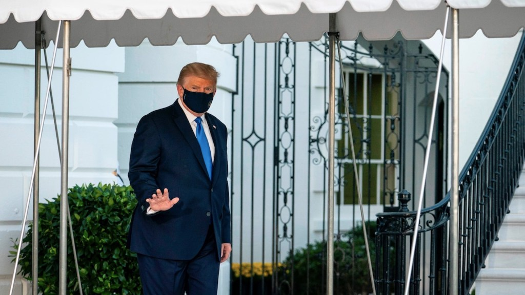 """Trump recibe segunda dosis de remdesivir; médicos son """"cautelosamente optimistas"""" - Foto de EFE"""