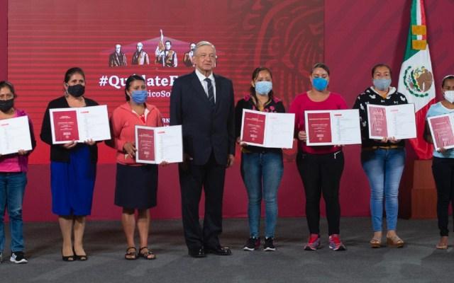 Entrega AMLO premios a escuelas por rifa equivalente al valor del Avión Presidencial - Foto de lopezobrador.org.mx