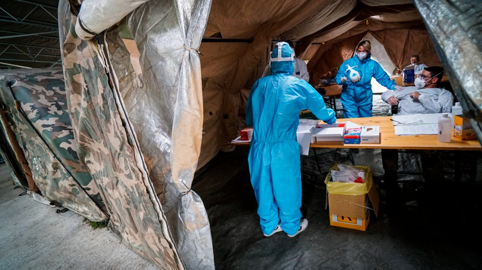 Italia registra un récord de casi 27 mil contagios y 217 muertos por COVID-19 en 24 horas - Foto de EFE