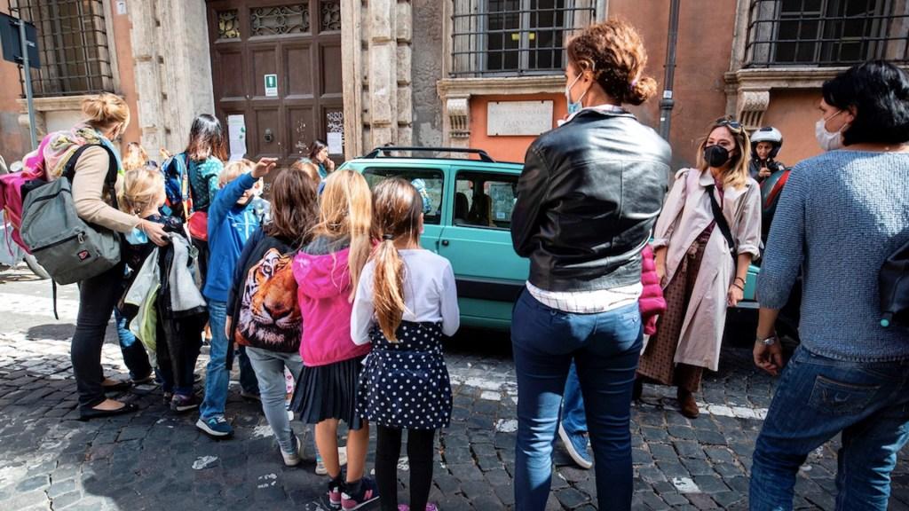 Italia podría cambiar horarios de escuelas para que no coincidan con laborales - Foto de EFE