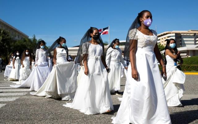 'Marcha de las novias' en República Dominicana - Estudiantes participan en la tradicional