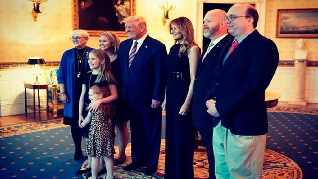Barron, hijo de Donald y Melania Trump, también dio positivo a COVID-19 - Foto Twitter @FLOTUS
