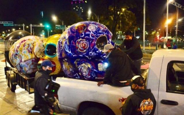 Retiran Mexicráneos de Paseo de la Reforma - Foto de @Joanna_Flores