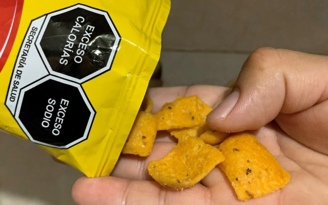 Entra en vigor nuevo etiquetado frontal de alimentos - Nuevo etiquetado frontal de alimentos en México. Foto de EFE