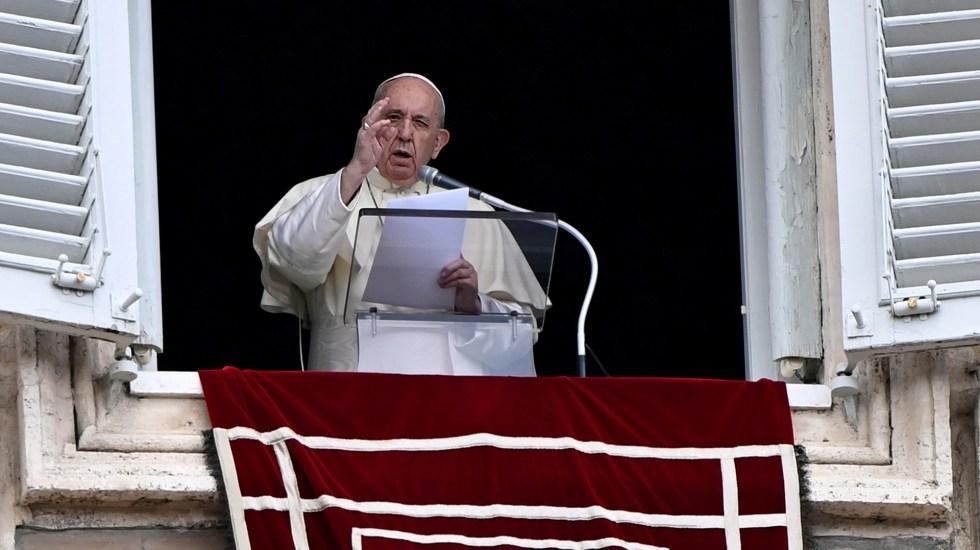 Llama papa Francisco a incorporar más mujeres en instituciones de la Iglesia - Papa Francisco durante rezo del Ángelus. Foto de EFE / Archivo