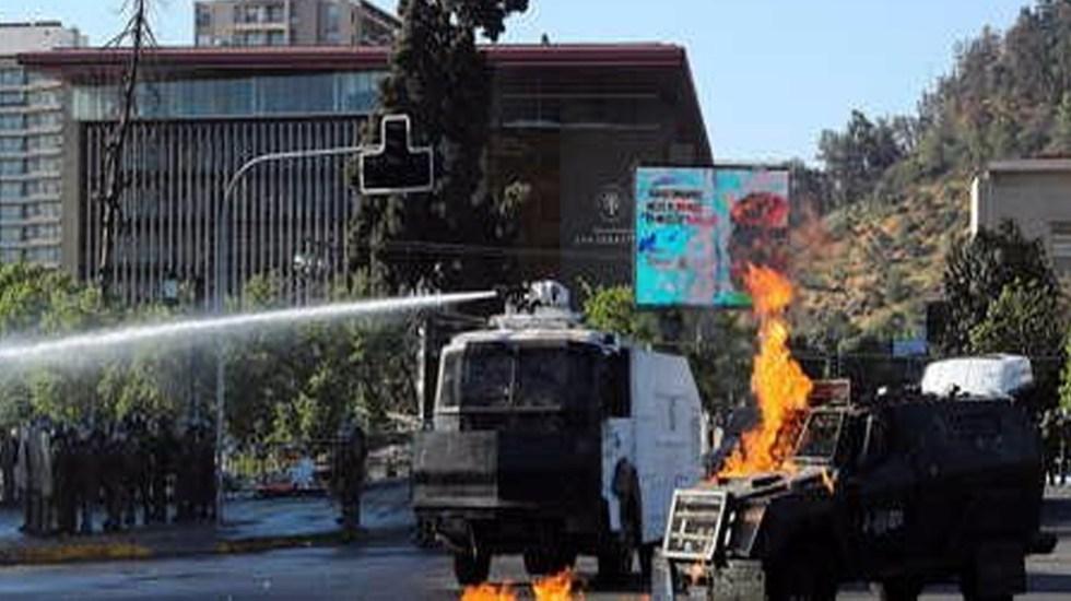 Protestas en Chile días después de histórico plebiscito; exigen liberación de detenidos en manifestaciones de 2019 - Foto Twitter @ManigueroV