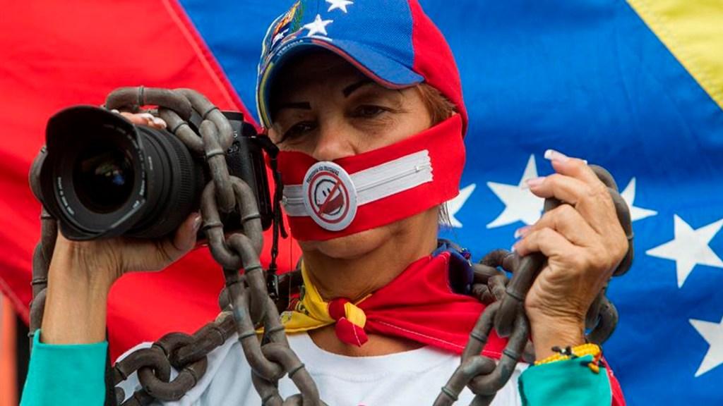 México padece veto parcial a la prensa y libertad de expresión:Sociedad Interamericana de Prensa - Periodistas se manifiestan con motivo del Día Mundial de la Libertad de Prensa en Caracas (Venezuela). EFE/Miguel Gutiérrez/Archivo