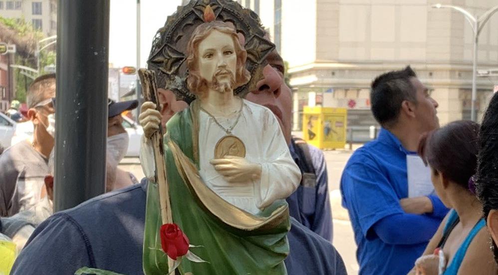 """Fieles de San Judas Tadeo visitaron el Templo de San Hipólito """"sin miedo al COVID-19"""". Noticias en tiempo real"""