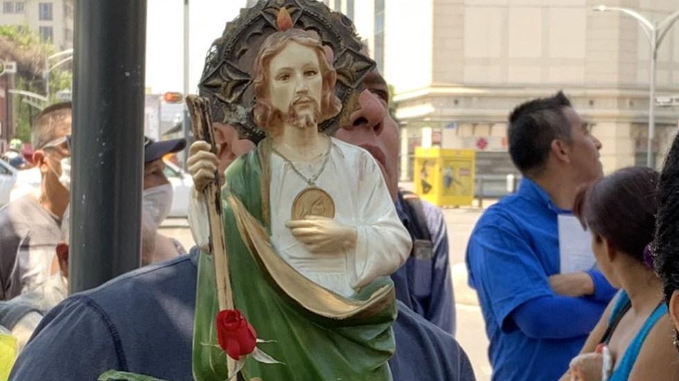 "Fieles de San Judas Tadeo visitaron el Templo de San Hipólito ""sin miedo al COVID-19"" - Foto Twitter @israellorenzana"