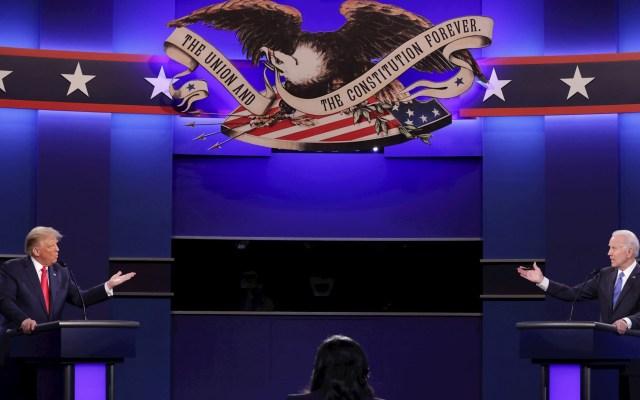 """""""Criminal"""", separación de familias migrantes: Biden. Trump tacha a indocumentados de asesinos, violadores y de bajo coeficiente intelectual - Donald Trump y Joe Biden durante el Segundo Debate Presidencial de Estados Unidos. Foto de EFE/EPA/Chip Somodevilla / POOL"""
