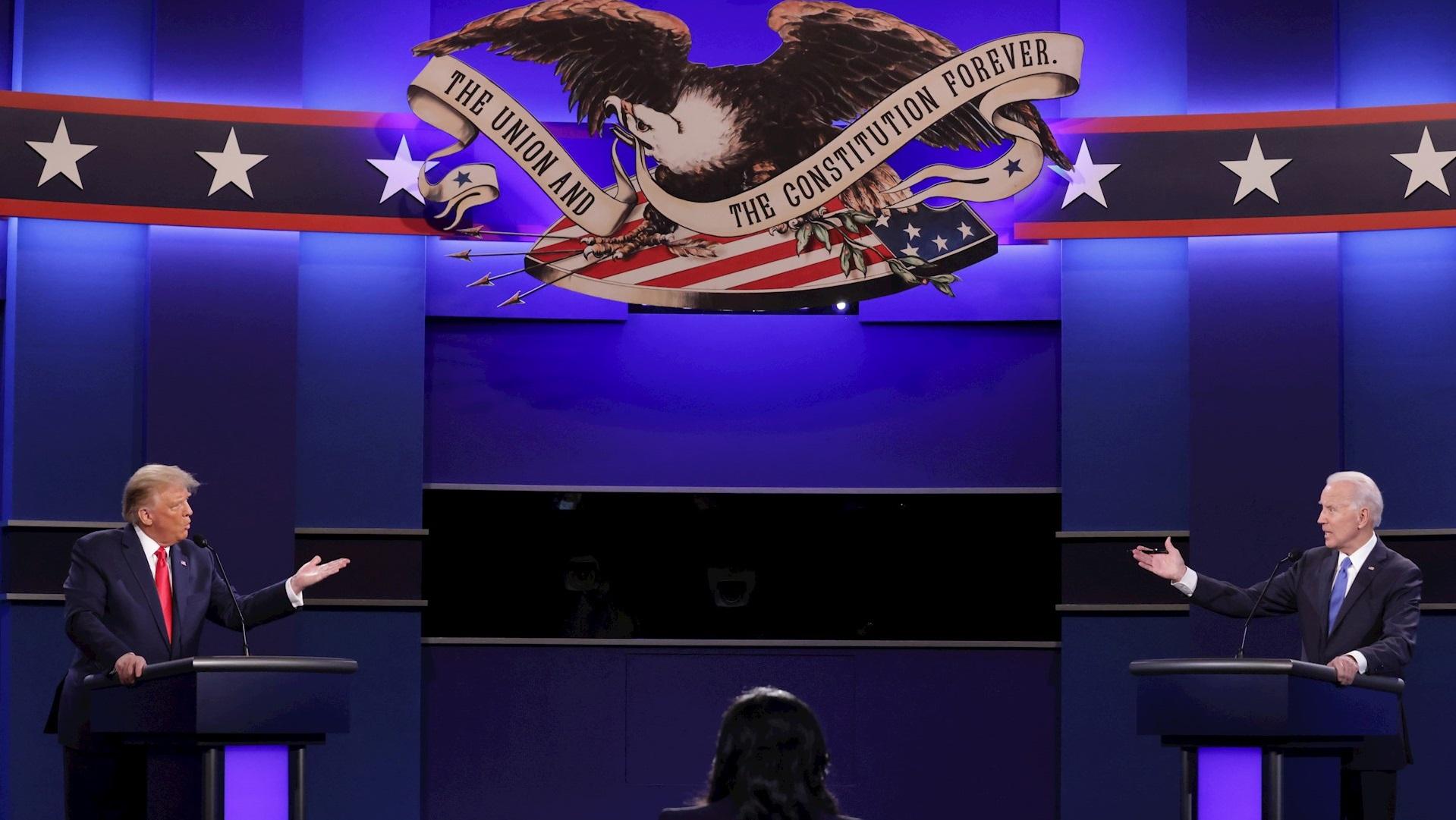 Donald Trump y Joe Biden durante el Segundo Debate Presidencial de Estados Unidos. Foto de EFE/EPA/Chip Somodevilla / POOL