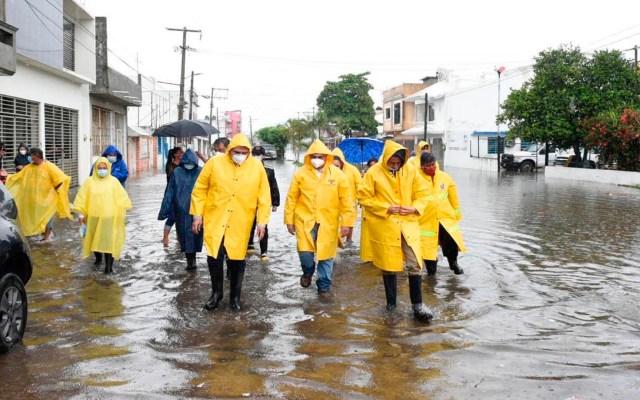 Declaratoria de Emergencia para Tabasco. Inundaciones afectan a 24 mil habitantes - El gobernador de Tabasco recorrió y observó las inundaciones causadas por las lluvias en Bosques de Saloya, Nacajuca. Foto Twitter @adan_augusto