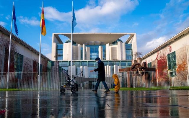 Los muertos por COVID-19 alcanzan cifras máximas en Rusia y Alemania - Berlin, Alemania. Foto de EFE/EPA/ALEXANDER BECHER.