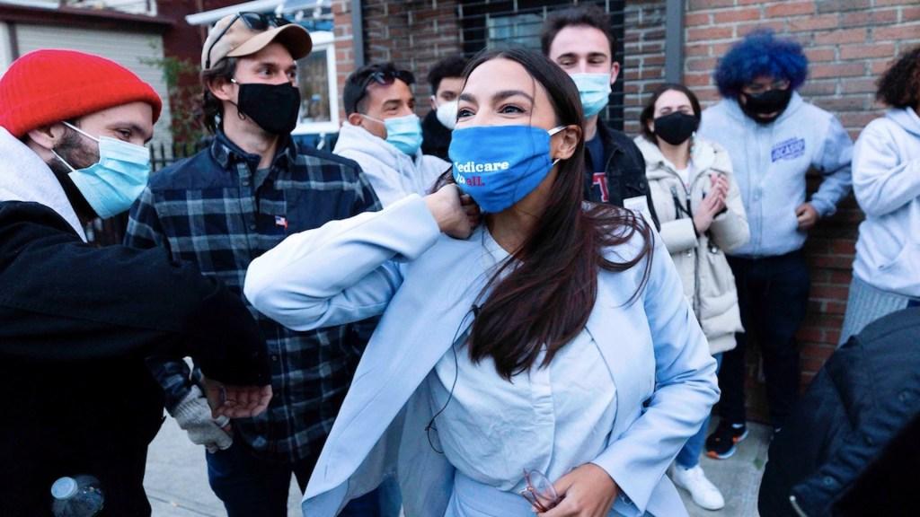 Alexandria Ocasio-Cortez obtiene su reelección al Congreso por Nueva York - Foto de EFE