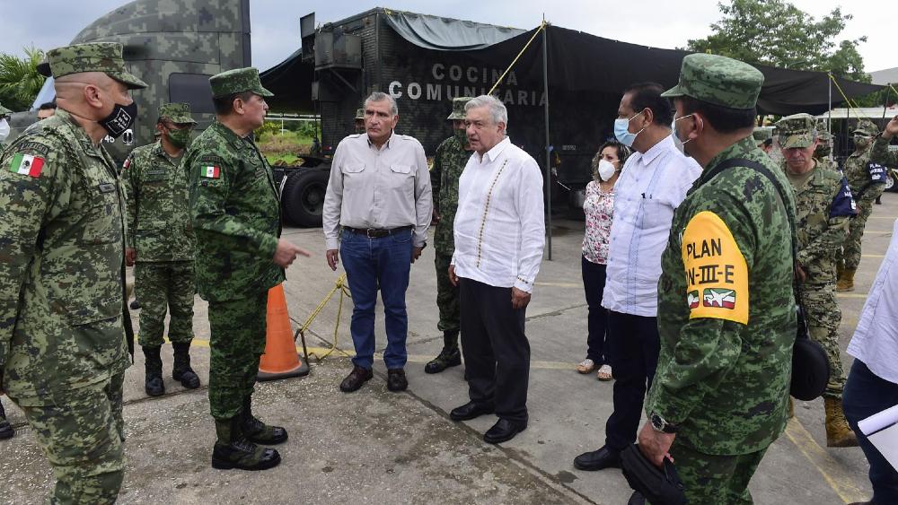 """""""Se va a ayudar a todos los damnificados"""", promete López Obrador a afectados por inundaciones en el sureste - Foto de lopezobrador.org.mx"""