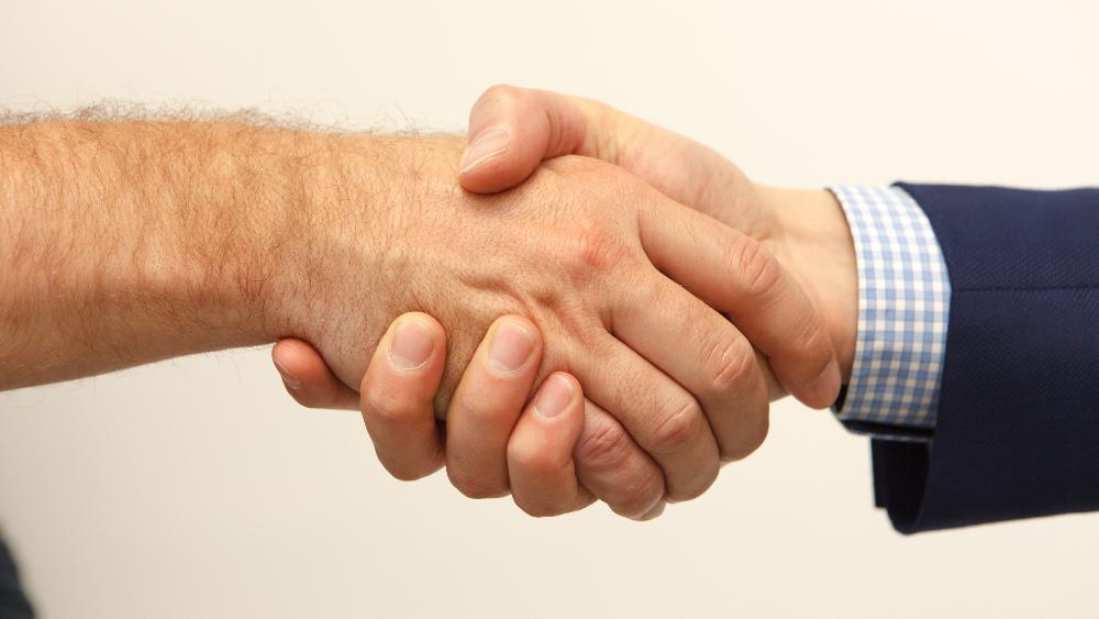 AMLO se volverá a reunir con empresarios para tratar outsourcing - Foto de Constantin Wenning para Unsplash