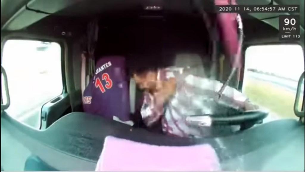 #Video Esquiva conductor de tráiler disparos sobre la Querétaro-Irapuato - Ataque a trailero en la Querétaro-Irapuato. Captura de pantalla
