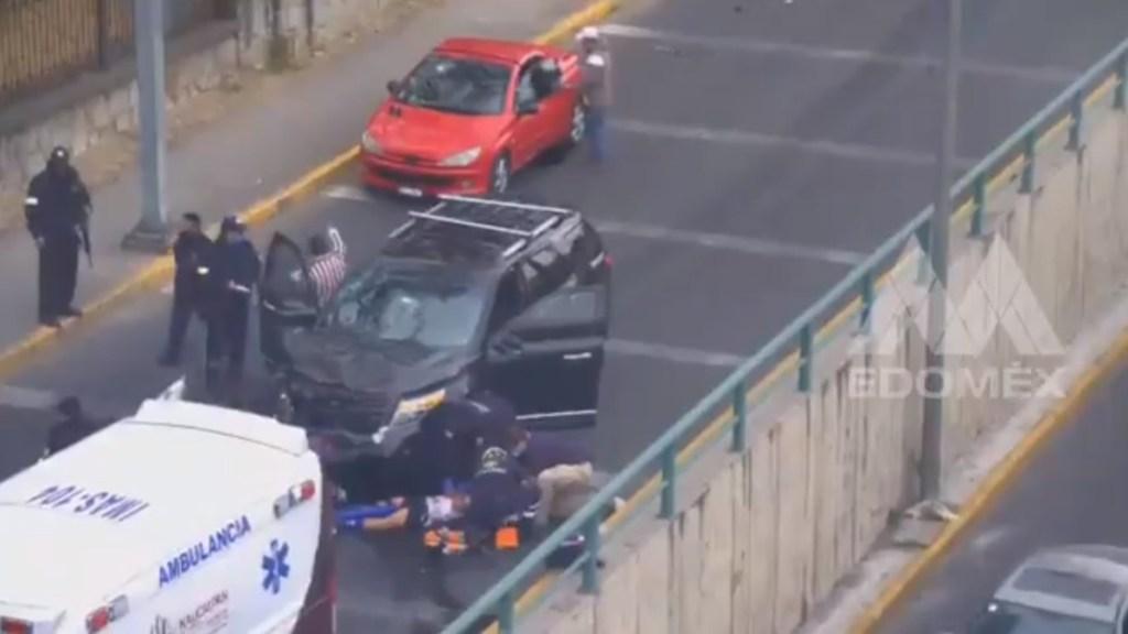 #Video Atropellan en Naucalpan a asaltantes de cuentahabiente y logran su detención - Atropello de asaltantes en Naucalpan. Captura de pantalla