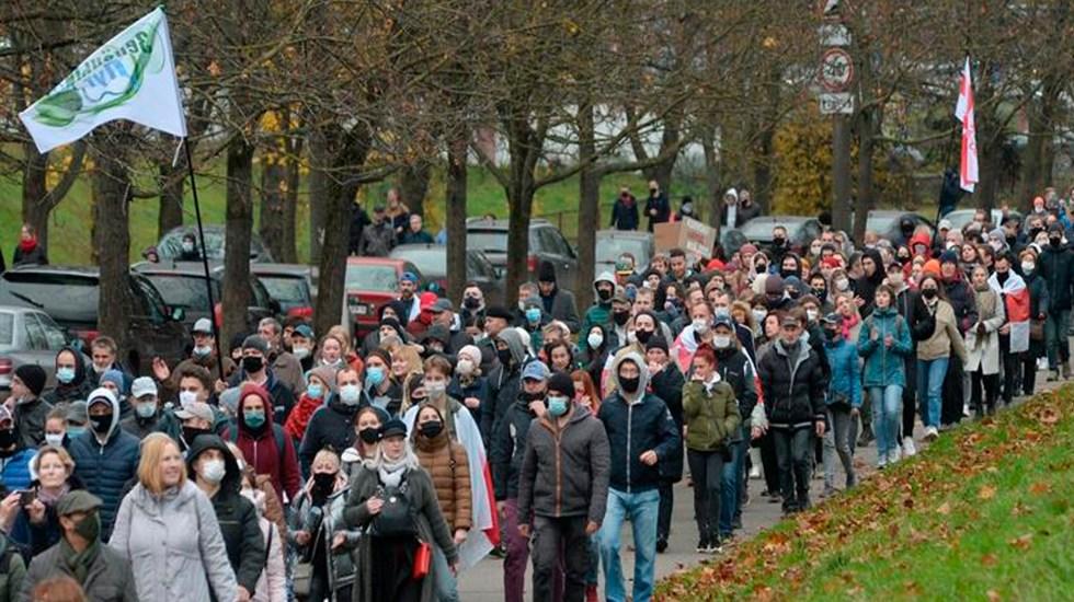 Miles de bielorrusos marchan contra Alexandr Lukashenko pese a amenazas de represión - Foto EFE