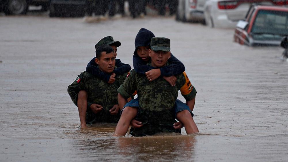 "Fonden era ""hoyo negro de corrupción"", afirma AMLO; apoyos a afectados por lluvias se entregarán directamente - Foto de EFE"