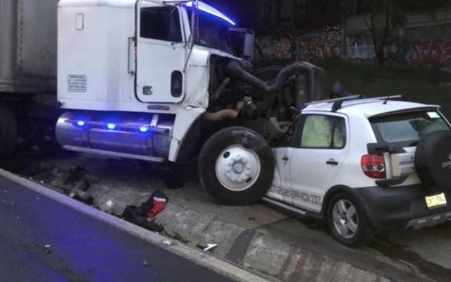Choque en la México-Toluca deja un muerto y un herido - Foto de @luismiguelbaraa