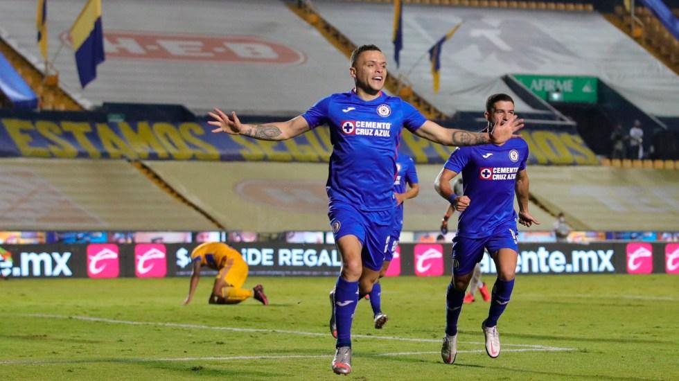 Cruz Azul golea a Tigres UANL y aventaja en la ida de los cuartos de final del Apertura 2020 - Cruz Azul vence a los Tigres UANL y toma ventaja en la ida de los cuartos de final del Apertura 2020. Foto Twitter @CruzAzulCD
