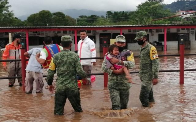 Macuspana y Centla, municipios más afectados por inundaciones en Tabasco - Desalojo de personas en Tabasco por inundaciones. Foto de @SEDENAmx