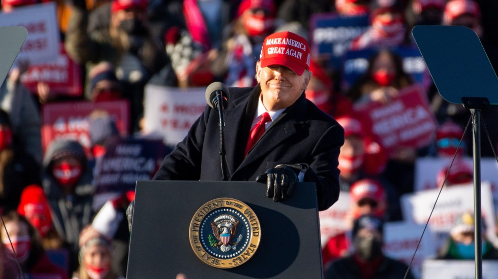 Detalla Trump promesa a hispanoamericanos en tuit en español - Donald Trump durante mitin. Foto de EFE
