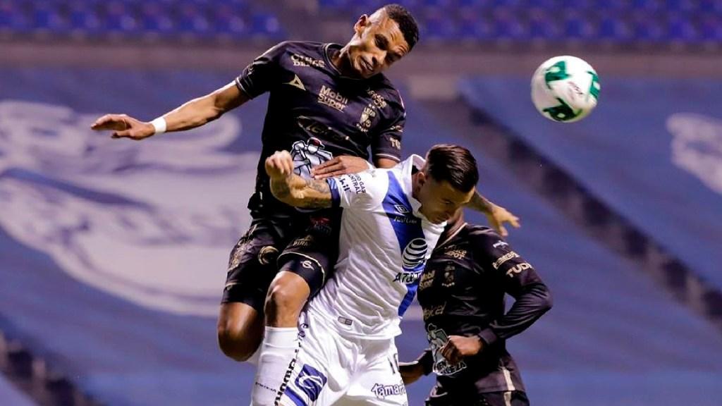 Puebla golpea 2-1 al líder León en la ida de los Cuartos de Final del Guardianes 2020 - El Puebla derrota al León en los cuartos de final con un marcador de 2-1. Foto EFE