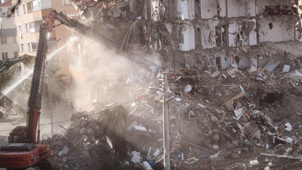 Muertos por terremoto en Turquía aumentan a 91; logran rescatar a dos niñas - Foto de EFE