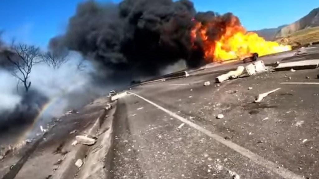 Nuevo video de la explosión de pipa sobre la autopista Tepic-Guadalajara - Explosión de pipa en la autopista Tepic-Nayarit. Captura de pantalla