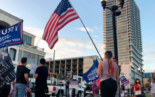 """Latinos se manifiestan en Miami en apoyo a denuncias de """"fraude"""" de Trump - Facebook La Prensa Newspaper Orlando"""