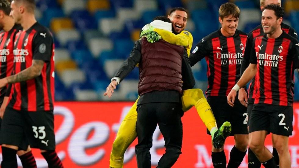 Ibrahimovic enciende las alarmas en el Milán al salir del partido ante Nápoles con problemas musculares - Ibrahimovic anota dos goles en el triunfo del Milan sobre el Nápoles; sale lesionado por problemas musculares. Foto Twitter @acmilan