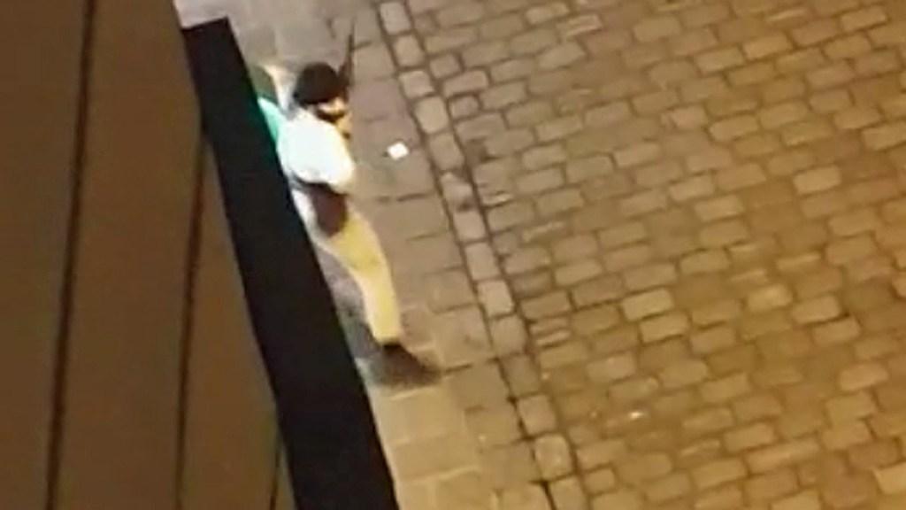 #Video Tiroteo en Viena deja un muerto y varios heridos - Implicado en tiroteo cerca de sinagoga en Viena. Captura de pantalla