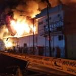 #Video Fuerte incendio en subestación de la CFE; bomberos ya trabajan en el sitio y desalojan 250 personas