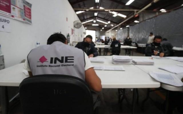 INE detecta irregularidades en firmas para apoyar consulta popular contra expresidentes - Foto de INE
