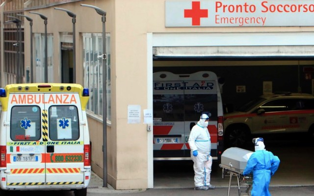 En Italia hay un muerto por COVID-19 cada dos minutos y cuatro decesos por cada 100 casos confirmados - Foto de EFE