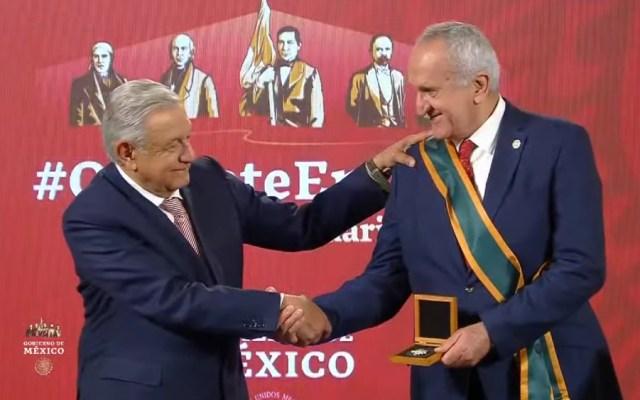 Entregan a Jesús Seade Medalla Miguel Hidalgo en Grado Banda por negociar T-MEC; pide volver a su vida privada - Foto de captura de pantalla