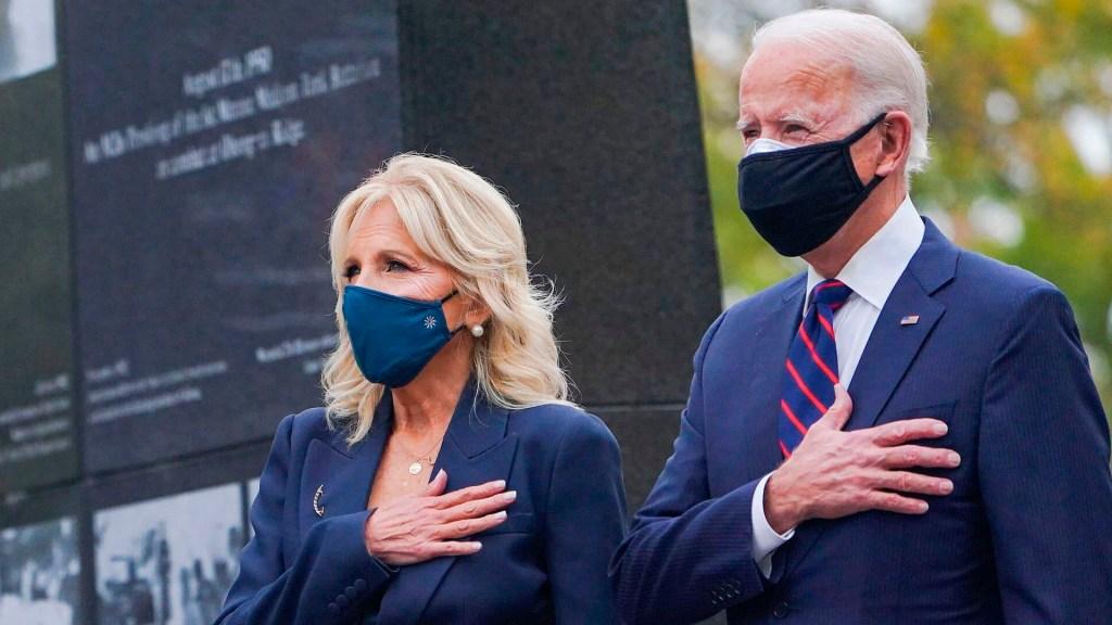 Gobierno de Trump se niega a entregar diversos mensajes de líderes mundiales a Joe Biden - Joe Biden este 11 de noviembre en el Día de los Veteranos. Foto Twitter @JoeBiden