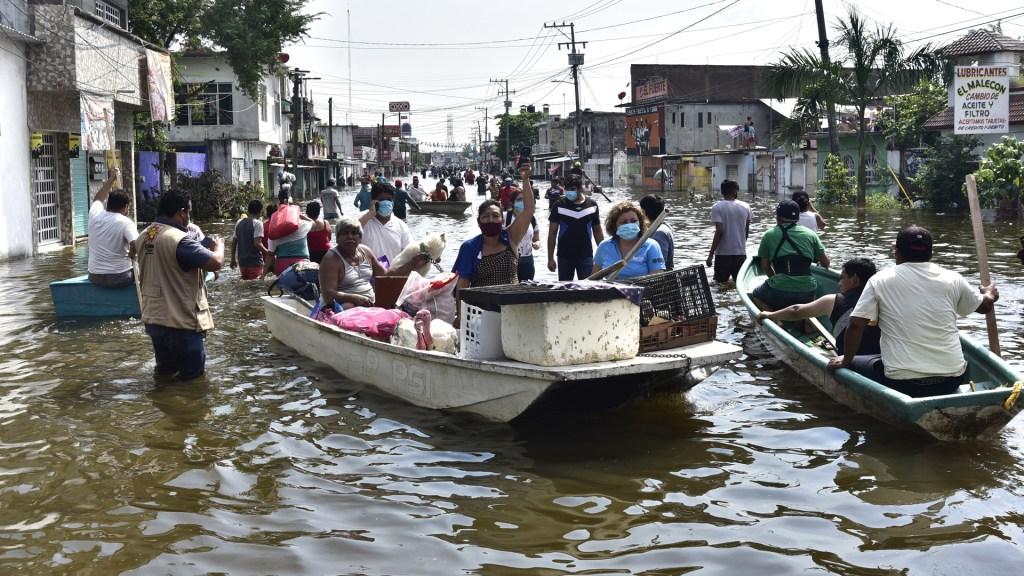 AMLO no se meterá en pleito entre Bartlett y Adán Augusto; acusa desinformación en inundaciones en Tabasco - Las calles de Tabasco se convirtieron en ríos tras las lluvias por Eta y los fríos 9 y 10, en noviembre de 2020. Foto de EFE / Archivo