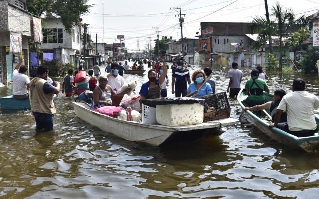 AMLO no se meterá en pleito entre Bartlett y Adán Augusto; acusa desinformación en inundaciones en Tabasco - Las calles de Tabasco se convirtieron en ríos tras las lluvias por Eta y los fríos 9 y 10. Foto de EFE