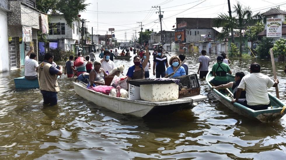 Aumenta a seis número de muertos en Tabasco por inundaciones - Las calles de Tabasco se convirtieron en ríos tras las lluvias por Eta y los fríos 9 y 10. Foto de EFE