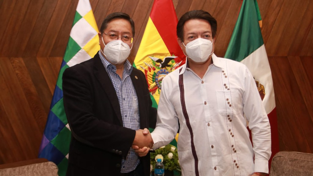 Critica Muñoz Ledo asistencia de Mario Delgado a investidura de Luis Arce en Bolivia - Luis Arce con Mario Delgado. Foto de @LuchoXBolivia