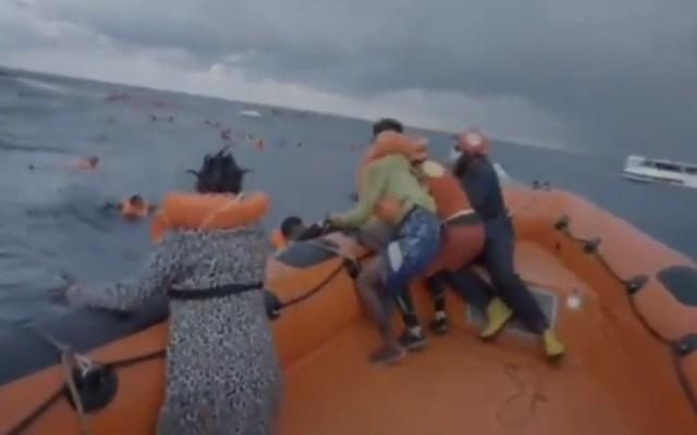 #Video Murió bebé tras ser rescatada de naufragio en mar Mediterráneo - Madre de Joseph grita desesperada por su bebé quien cayó al agua. Foto de @openarms_fund