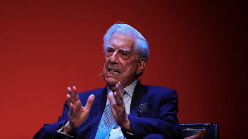 """""""Lo más importante que me ha pasado en la vida ha sido aprender a leer"""", afirma Vargas Llosa - Foto de EFE"""