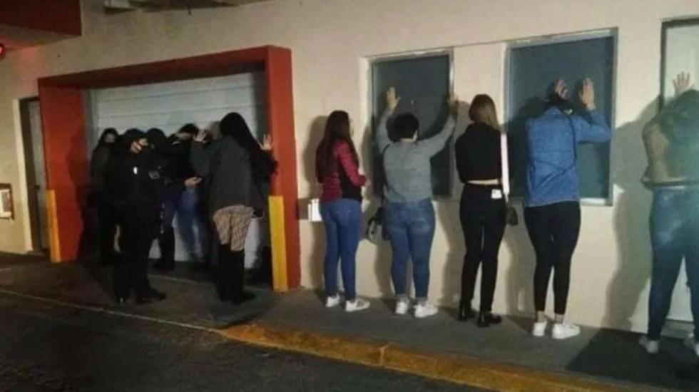 En Ciudad Juárez, Chihuahua, detienen a 35 personas por realizar fiesta en motel - Foto de @FaceNoticias1