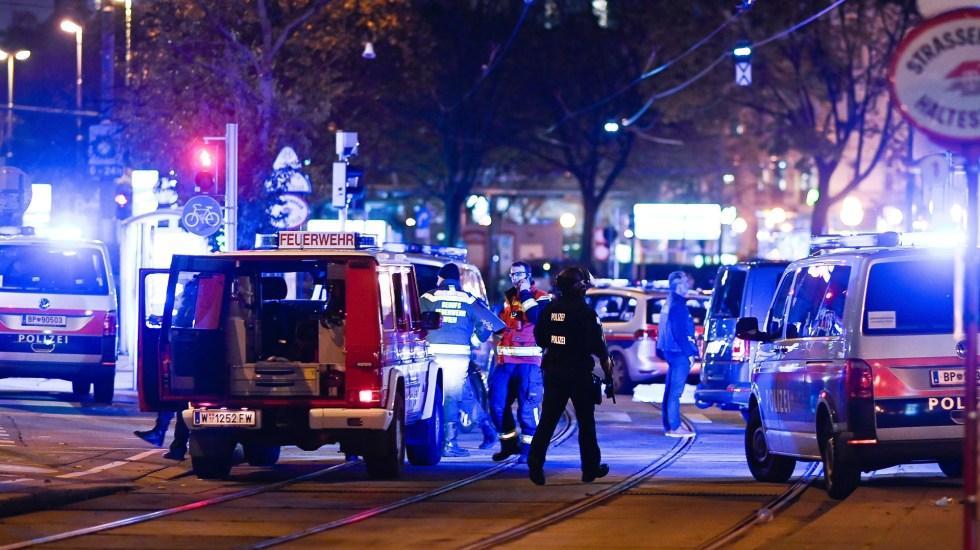 Califican de 'atentados terroristas' ataques en Viena que dejaron dos muertos - Movilización policial en Viena por presuntos atentados terroristas. Foto de EFE