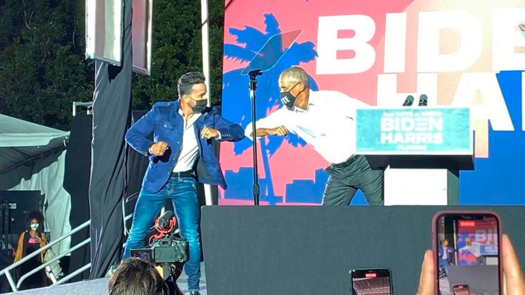 """Obama pide a latinos en Florida """"votar como si la vida dependiera de ello"""" - Foto Twitter @sharonstone"""